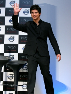 Taylor Lautner attends the &#8216;Twilight&#8217; press conference at Ebisu Garden Place