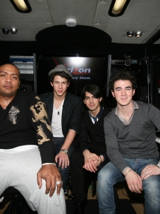 Timbaland and the Jonas Brothers celebrate the remix of &#8216;Tonight&#8217; in Dallas