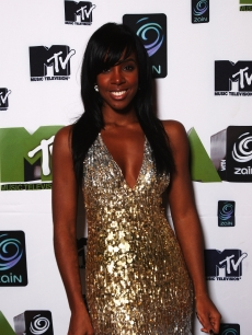 Kelly Rowland gets glam in gold at the MTV Music Africa Awards in 2008