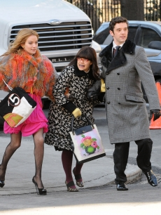 Becki Newton, America Ferrera and Michael Urie film an 'Ugly Betty' scene in New York