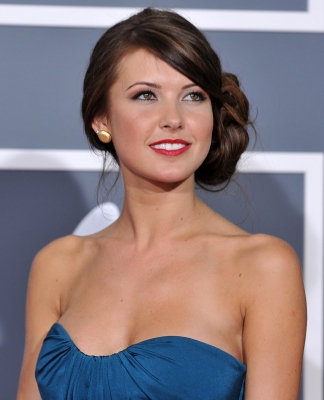 Audrina Patridge hits the red carpet of the 2009 Grammy Awards