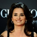 Penelope Cruz smiles at the Spanish premiere of 'Broken Embraces'