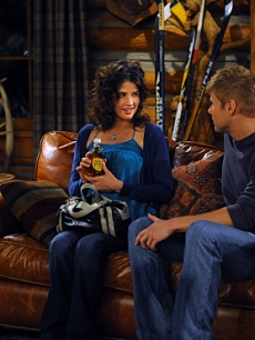 Cobie Smulders covers up her baby bump on 'How I Met Your Mother'