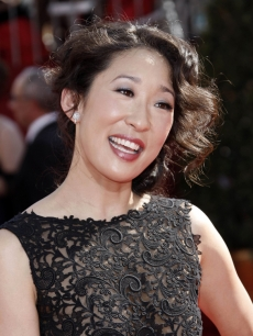 Sandra Oh at the 2008 Emmy Awards