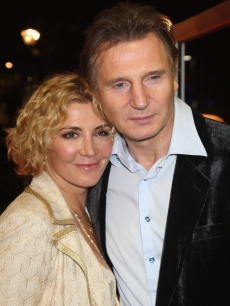 Liam Neeson and Natasha Richardson arrive at 'The Other Man' premiere at the Odeon West End on October 17, 2008 in London, England