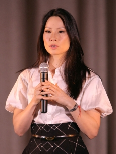 Lucy Liu speaks with students in New York about growing up Chinese