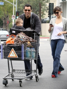 Baby Honor and parents Cash Warren and Jessica Alba pick up some groceries in Beverly Hills