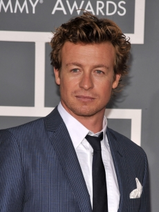 'The Mentalist' star Simon Baker on the red carpet at the 2009 Grammy Awards