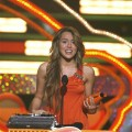 Miley Cyrus accepts the award for favorite female singer at the 2009 Nickelodeon Kids' Choice Awards