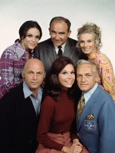 Valerie Harper, Ed Asner, Cloris Leachman, Gavin McLeod, Mary Tyler Moore and Ted Knight from the &#8216;Mary Tyler Moore Show&#8217;