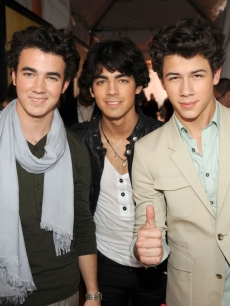 Jonas Brothers Arrive at The 2009 Kids' Choice Awards