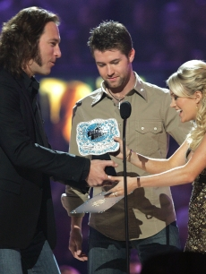 John Corbett and singer Josh Turner present the Female Video of the Year award to winner singer Carrie Underwood onstage at the 2006 CMT Music Awards