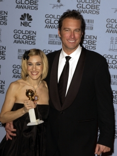 Sarah Jessica Parker, holding her award for Best Actress, Television Series, Musical/Comedy for her role in 'Sex and the City,' with John Corbett at the 59th Annual Golden Globe Awards January 20, 2002