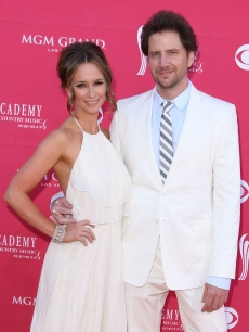 Hot new couple Jennifer Love Hewitt and Jamie Kennedy  at the 44th Annual Academy of Country Music Awards