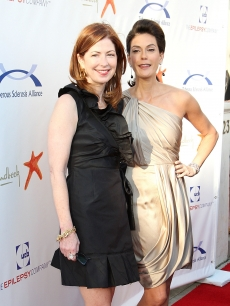 Dana Delaney and Teri Hatcher attend the seventh annual Comedy for a Cure benefit at Boulevard 3 on April 5, 2009 in Hollywood