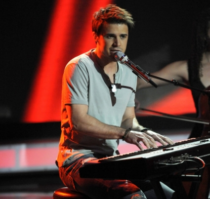 Kris Allen tickles the ivory during his 'American Idol' performance