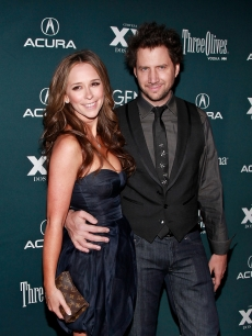 Jennifer Love Hewitt and Jamie Kennedy attend the premiere of 'Finding Bliss' during the 14th Annual Gen Art Film Festival Presented by Acura at the Visual Arts Theater on April 7, 2009 in New York City