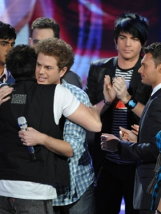 'American Idol' finalists say goodbye to Scott MacIntyre
