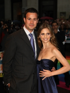 Sarah Michelle Gellar and Freddie Prinze Jr. pose for a picture at the 'Hairspray' premiere at the Odeon Cinema Leicester Square on July 05, 2007 in London, England