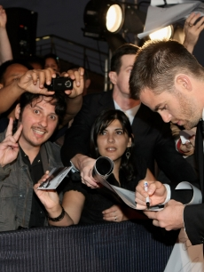 Chris Pine signs autographs for the 'Trekkers' in Sydney