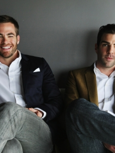 Chris Pine and Zachary Quinto take a moment to pose for a photog before the &#8216;Star Trek&#8217; world premiere