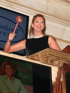 Kathy Ireland rings the closing bell at New York Stock Exchange on April 9, 2009 in New York City