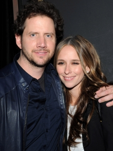 Jamie Kennedy and girlfriend Jennifer Love Hewitt smile at his headlining comedy show at the Ice House in Pasedena