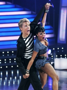 Derek Hough and Lil' Kim dance the jive to 'Jailhouse Rock' on 'Dancing With the Stars' (April 13, 2009)