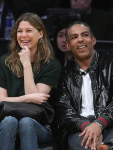 Ellen Pompeo and Chris Ivery at a Lakers game, March 2009