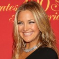 Kate Hudson shows off her gorgeous smile on the way into the Cartier 100th celebration, NYC, April 30, 2009