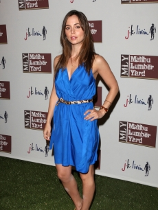 Eliza Dushku gets the blues at the opening of the Malibu Lumber Yard