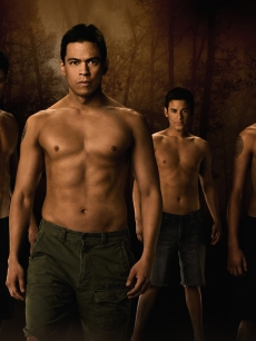 Alex Meraz (Paul), Chaske Spencer (Sam Uley), Bronson Pelletier (Jared), and Kiowa Gordon (Embry) stand as the 'New Moon' wolf pack
