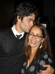 Adrian Grenier shows his mom, Karesse Grenier, a little lovin