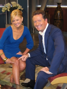 Nancy O&#8217;Dell and Piers Morgan point out her injured knee, April 23, 2009