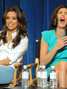 Someone must have said something very funny at PaleyFest09 to make Teri Hatcher laugh this hard