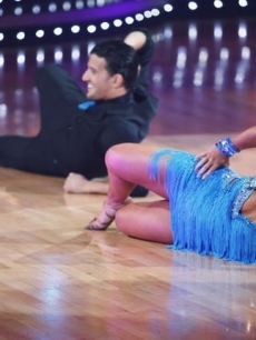 Shawn Johnson and Mark Ballas get down on 'Dancing'