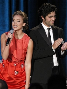 Jessica Alba and Adrian Grenier speak at the Clinton Foundation Millennium Network event in Los Angeles on Thursday, April 30, 2009