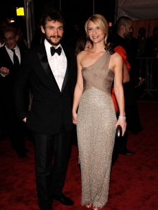 Hugh Dancy and Claire Danes attend 'The Model as Muse: Embodying Fashion' Costume Institute Gala at The Metropolitan Museum of Art on May 4, 2009 in New York City