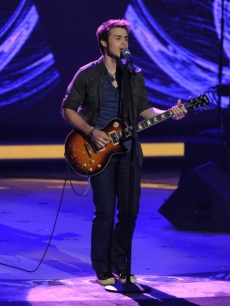 Kris Allen performs on 'American Idol'