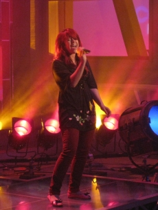Allison Iraheta sings on the Access Hollywood set