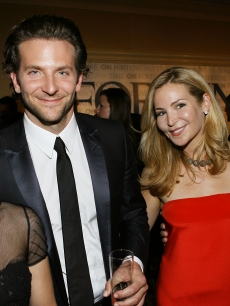 Julia Louis-Dreyfus, Bradley Cooper, Jennifer Westfeldt and Jon Hamm attend the White House Correspondents dinner, May 9, 2009