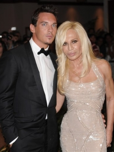 Jonathan Rhys Meyers and Donatella Versace pose together at the 2009 White House Correspondents' Dinner