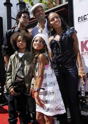 Will and Jada Pinkett Smith with kids Jaden and Willow in LA (June 2008)