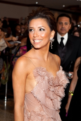 Eva Longoria is all smiles as she arrives to the 2009 White House Correspondents' Dinner