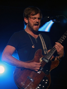 Caleb Followill from Kings of Leon rocks out at the KROQ Weenie Roast, Irvine, May 16, 2009 2