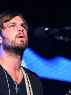 Caleb Followill from Kings of Leon rocks out at the KROQ Weenie Roast, Irvine, May 16, 2009