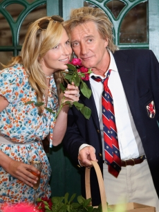Penny Lancaster and Rod Stewart pose for a photograph at the preview day at Chelsea Flower Show at Royal Hospital Chelsea on May 18, 2009 in London, England