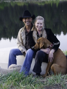 Patrick Swayze with his Lisa Niemi and their dogs Kumasai and Lucas