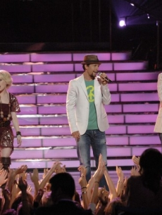 Alexis Grace, Jason Mraz and Anoop Desai perform on the 'American Idol' Season 8 finale, May 20, 2009