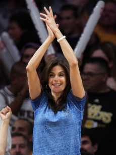 Teri Hatcher attends Game Two of the Western Conference Finals during the 2009 NBA Playoffs between the Los Angeles Lakers and the Denver Nuggets